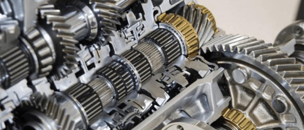Transmisión automática de auto con mantenimiento.