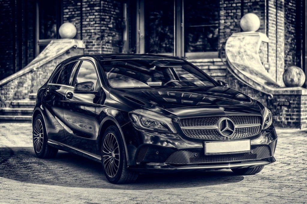 Auto mercedes color negro
