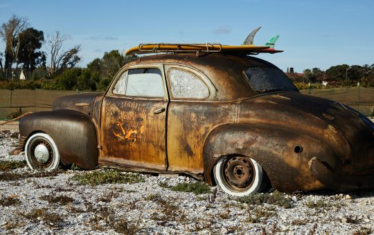 Automóvil viejito quemado