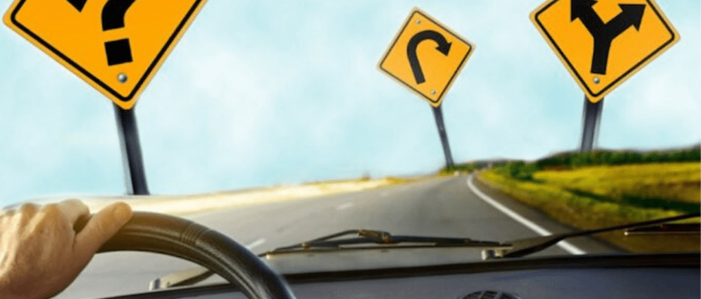 Persona conduciendo en carretera
